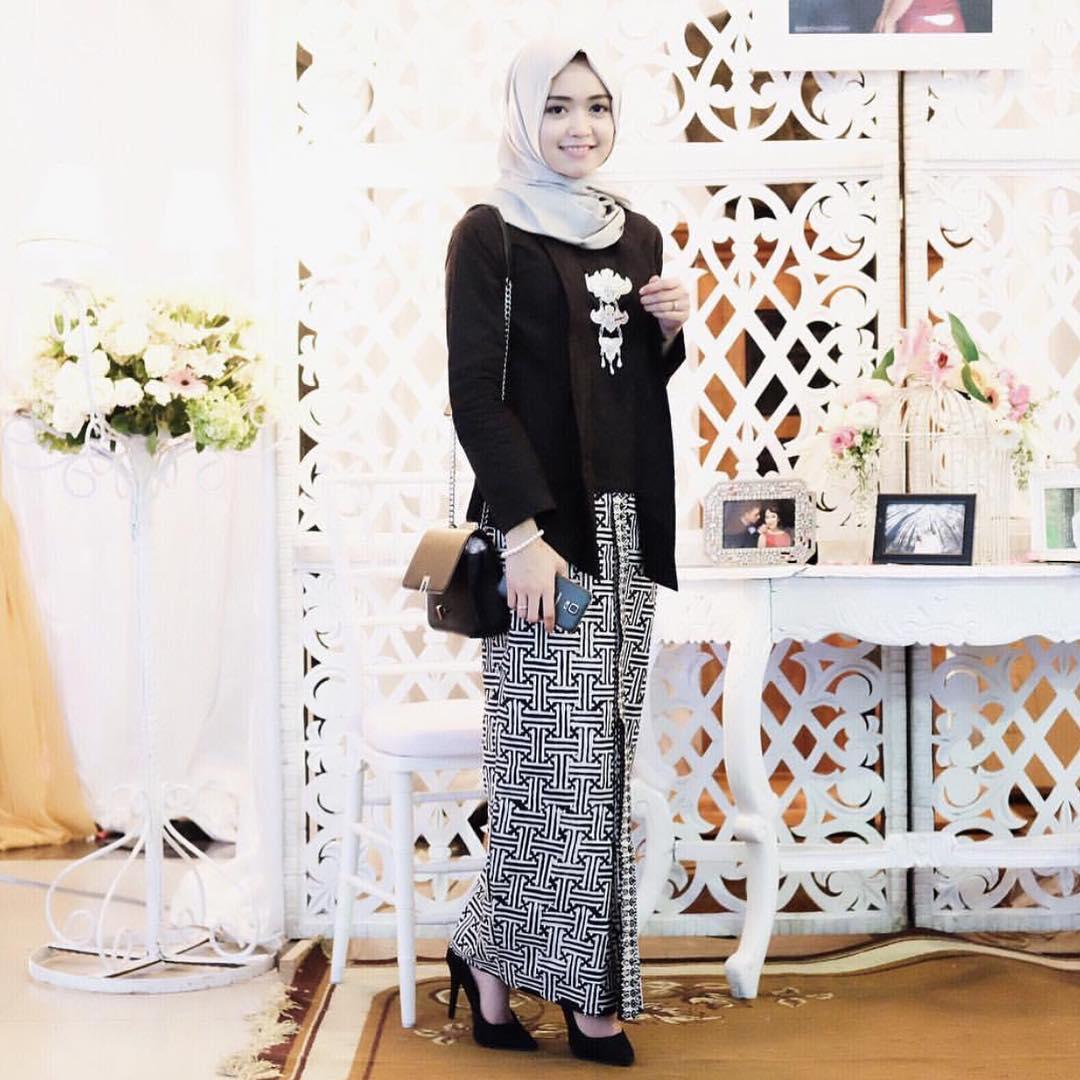 Baju Batik Kerja Sederhana: Model Kebaya Brokat Muslim Modern Cantik