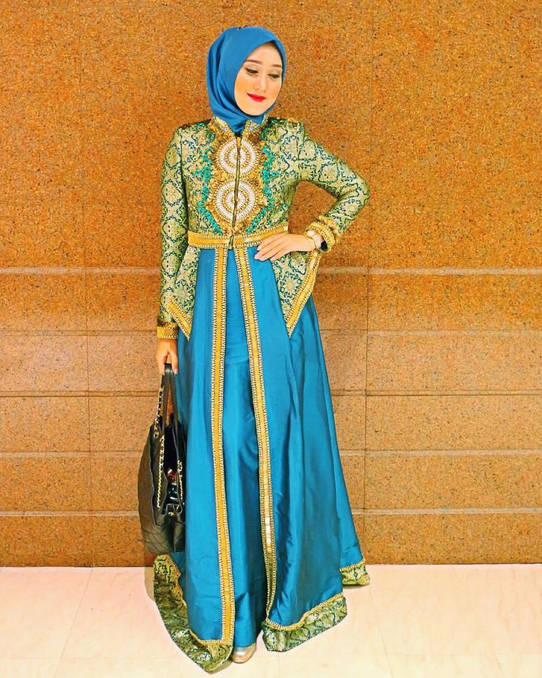 Contoh Model Baju Batik Gamis Sarimbit Serasi Kekinian