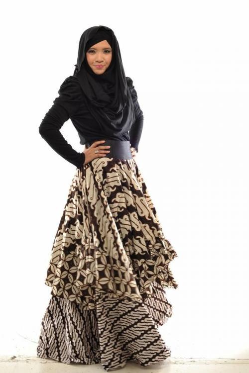 Model Baju Batik Muslim Untuk Pesta Bagi Pria dan Wanita